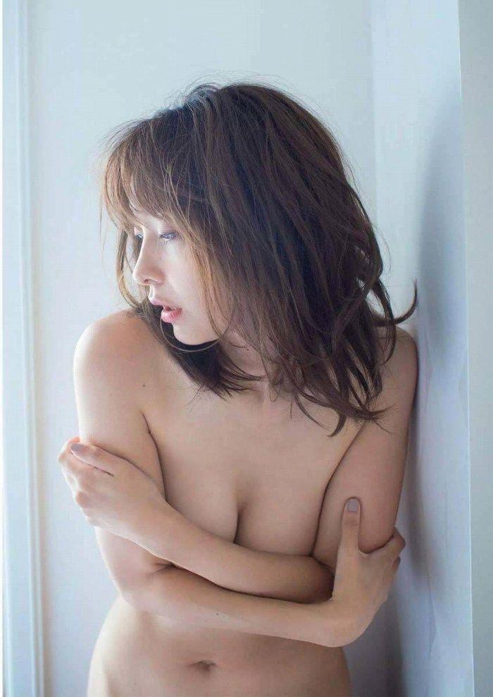 【山崎真実グラビア画像】三十路になっても現役グラドルとして頑張っている美熟女のセクシーヌード 64
