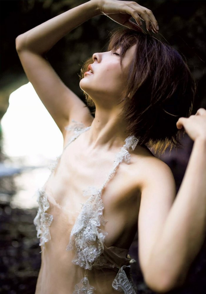 【山崎真実グラビア画像】三十路になっても現役グラドルとして頑張っている美熟女のセクシーヌード 67