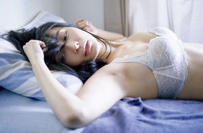 【山崎真実グラビア画像】三十路になっても現役グラドルとして頑張っている美熟女のセクシーヌード 69