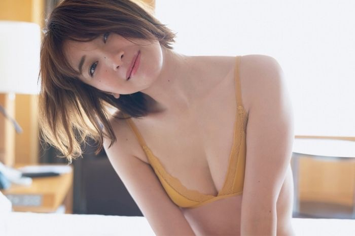 【山崎真実グラビア画像】三十路になっても現役グラドルとして頑張っている美熟女のセクシーヌード 71