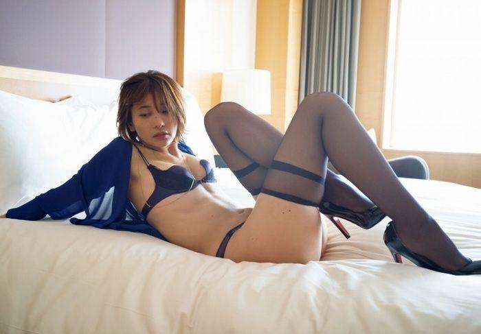 【山崎真実グラビア画像】三十路になっても現役グラドルとして頑張っている美熟女のセクシーヌード 74