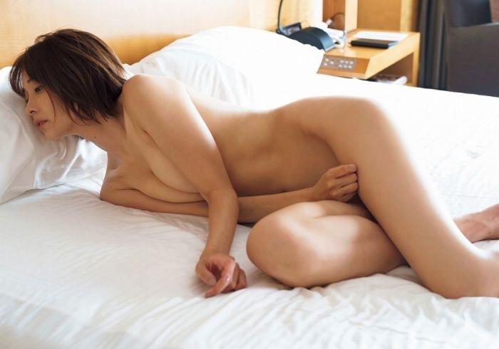 【山崎真実グラビア画像】三十路になっても現役グラドルとして頑張っている美熟女のセクシーヌード 75