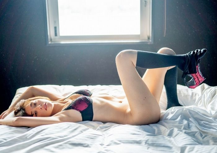 【山崎真実グラビア画像】三十路になっても現役グラドルとして頑張っている美熟女のセクシーヌード 76