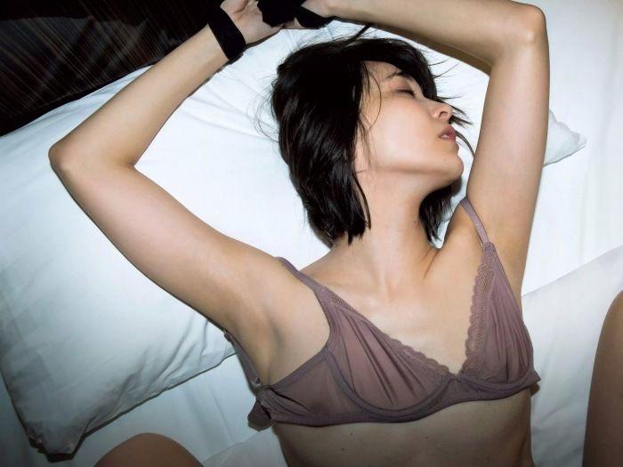 【山崎真実グラビア画像】三十路になっても現役グラドルとして頑張っている美熟女のセクシーヌード 80