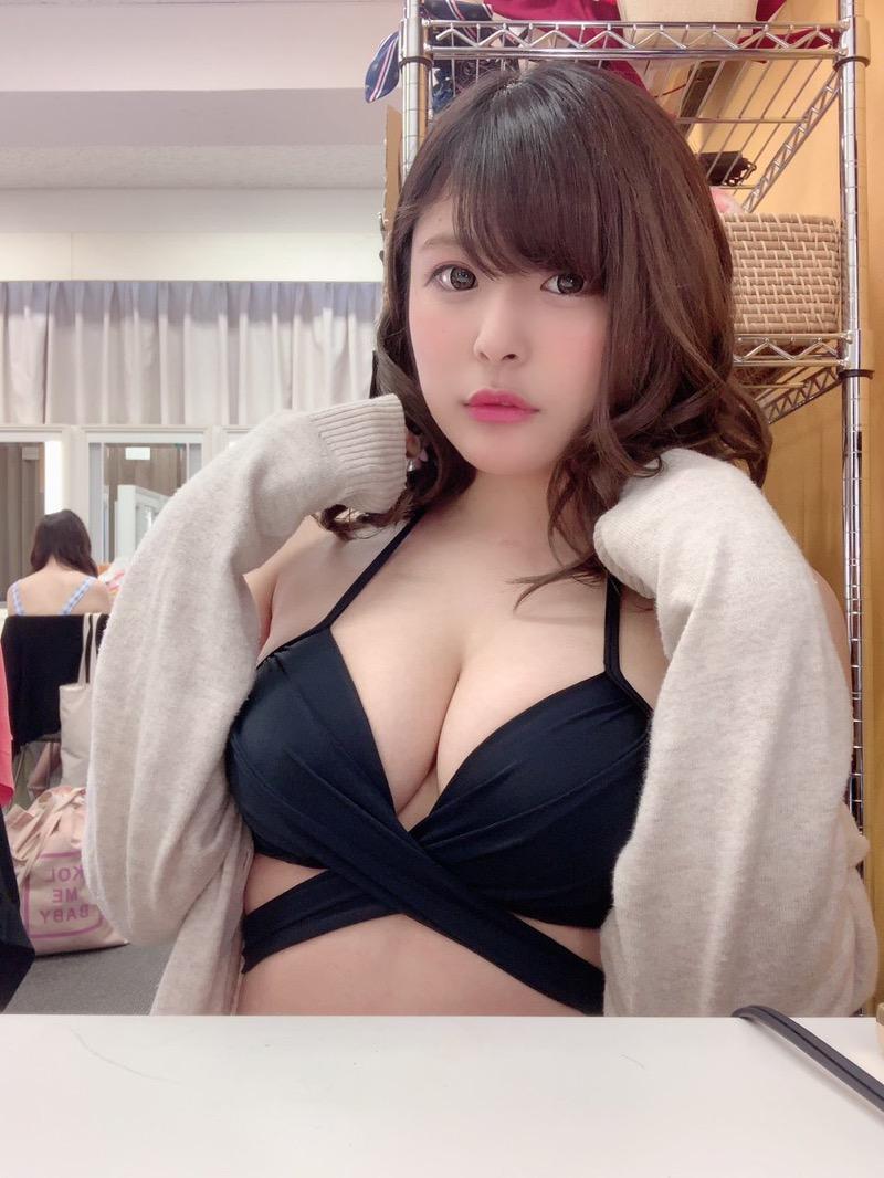 【綾瀬凛エロ画像】B86のGカップ巨乳とファーストDVDを引っさげてデビューを果たしたグラビアアイドル 43