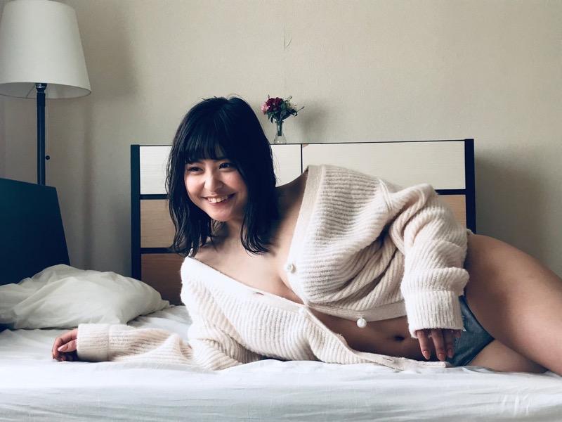 【綾瀬凛エロ画像】B86のGカップ巨乳とファーストDVDを引っさげてデビューを果たしたグラビアアイドル 56