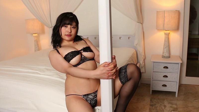 【綾瀬凛エロ画像】B86のGカップ巨乳とファーストDVDを引っさげてデビューを果たしたグラビアアイドル 77