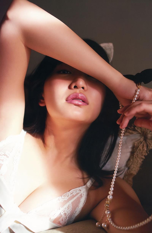 【永尾まりやグラビア画像】元AKB48アイドルが披露するグラビアアイドルにも負けないセクシーショット! 09
