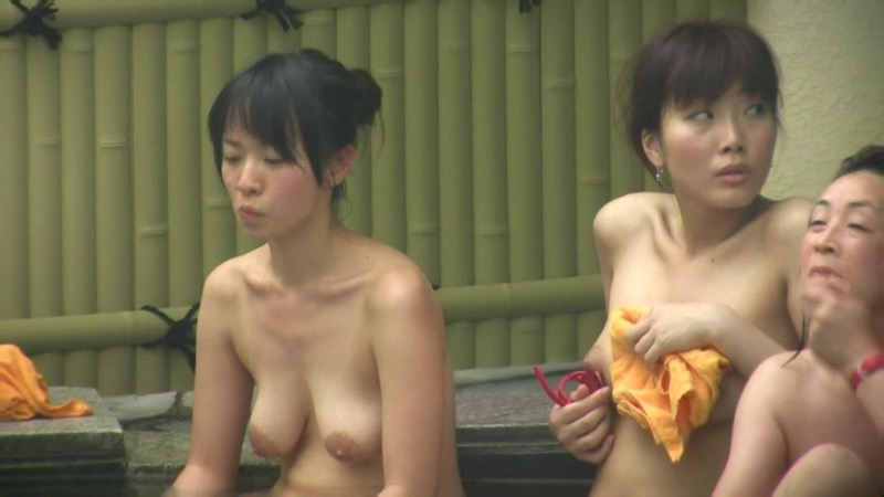 【温泉盗撮エロ画像】温泉地で疲れを癒やしている素人女性たちのあられもない姿をこっそり撮影したったwwww 50