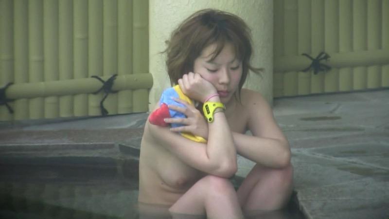 【温泉盗撮エロ画像】温泉地で疲れを癒やしている素人女性たちのあられもない姿をこっそり撮影したったwwww 73