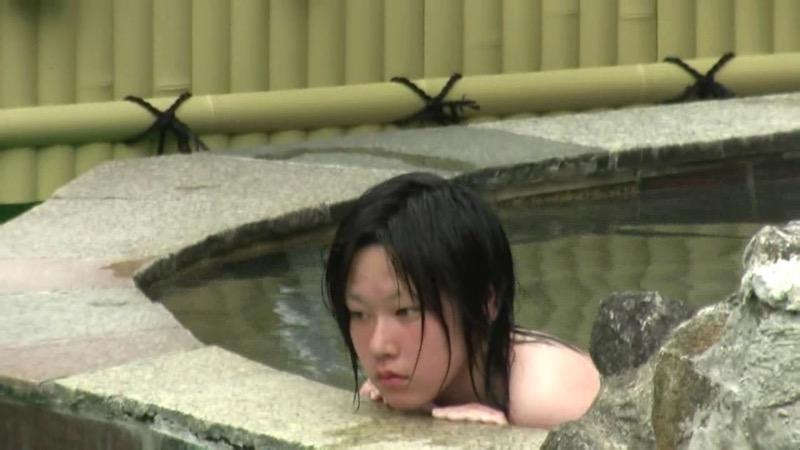 【温泉盗撮エロ画像】温泉地で疲れを癒やしている素人女性たちのあられもない姿をこっそり撮影したったwwww 78