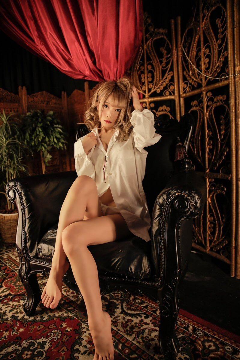 【山吹りょうエロ画像】ギャル系ギタリストでコスプレもこなすデビューしたてもエロかわグラビアアイドル 40