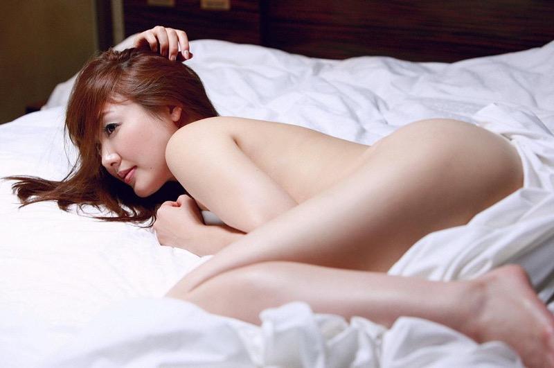【安めぐみグラビア画像】アラフォーになっても綺麗さを保っていそうな美人タレントのセクシーグラビア
