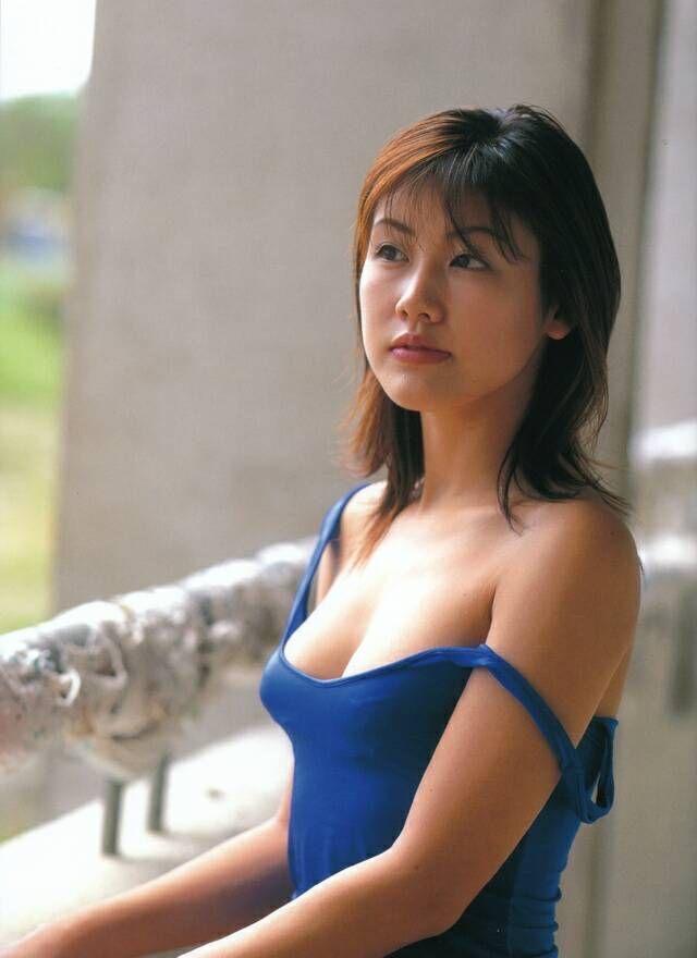 【安めぐみグラビア画像】アラフォーになっても綺麗さを保っていそうな美人タレントのセクシーグラビア 17