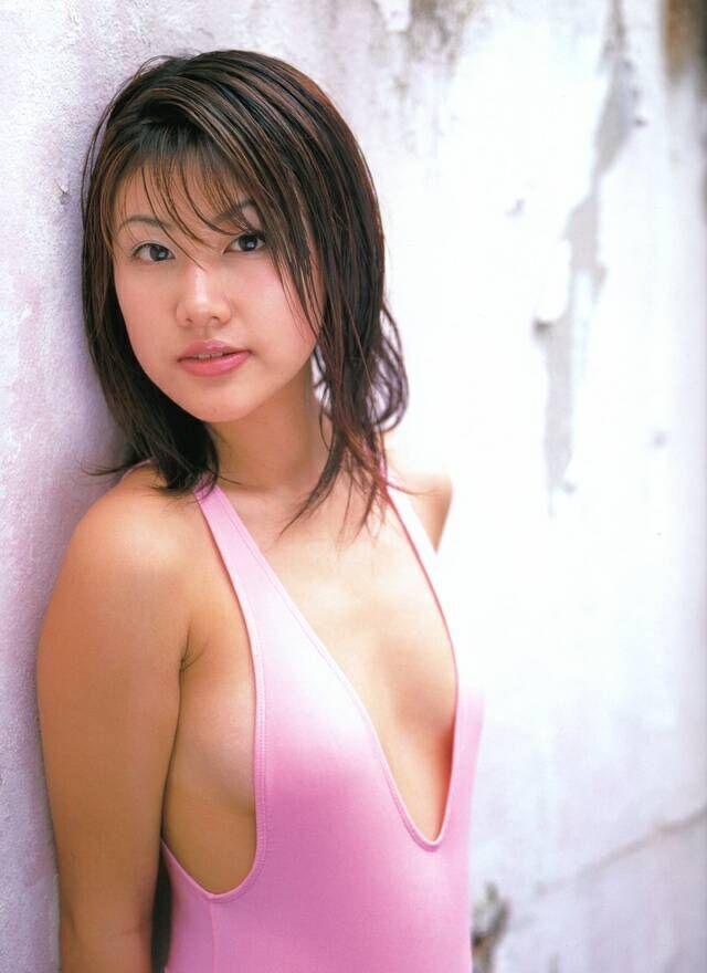 【安めぐみグラビア画像】アラフォーになっても綺麗さを保っていそうな美人タレントのセクシーグラビア 19