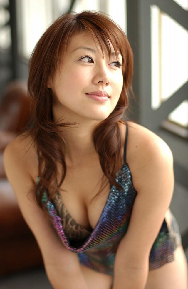 【安めぐみグラビア画像】アラフォーになっても綺麗さを保っていそうな美人タレントのセクシーグラビア 29