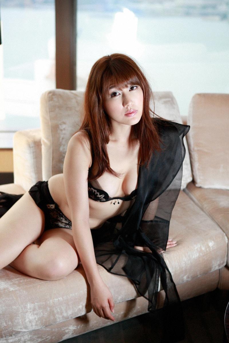【安めぐみグラビア画像】アラフォーになっても綺麗さを保っていそうな美人タレントのセクシーグラビア 45