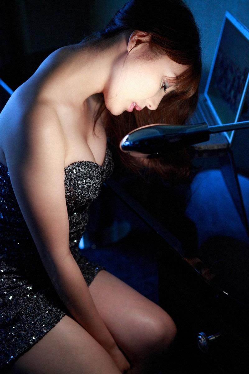 【安めぐみグラビア画像】アラフォーになっても綺麗さを保っていそうな美人タレントのセクシーグラビア 46