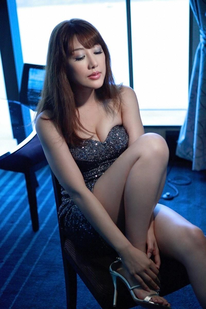 【安めぐみグラビア画像】アラフォーになっても綺麗さを保っていそうな美人タレントのセクシーグラビア 47