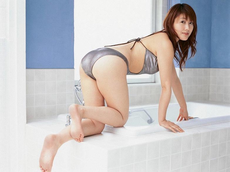 【安めぐみグラビア画像】アラフォーになっても綺麗さを保っていそうな美人タレントのセクシーグラビア 58