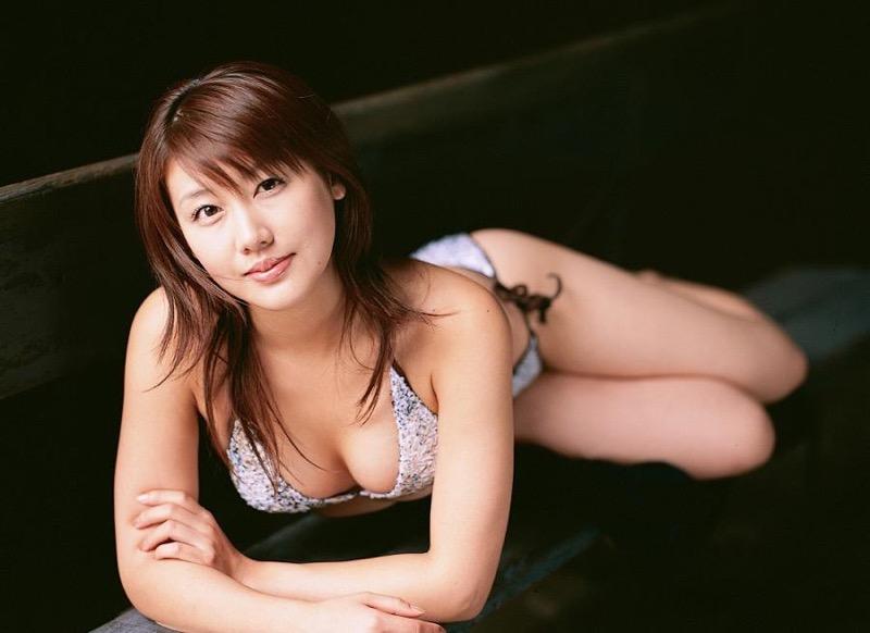 【安めぐみグラビア画像】アラフォーになっても綺麗さを保っていそうな美人タレントのセクシーグラビア 63