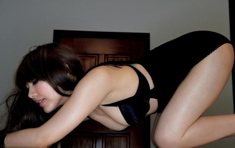【安めぐみグラビア画像】アラフォーになっても綺麗さを保っていそうな美人タレントのセクシーグラビア 76
