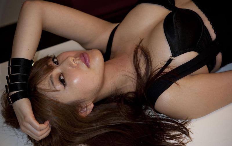 【安めぐみグラビア画像】アラフォーになっても綺麗さを保っていそうな美人タレントのセクシーグラビア 80