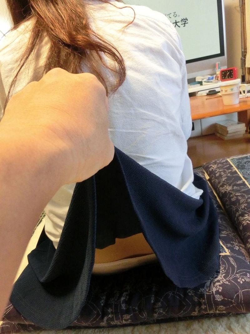 【いたずらエロ画像】子供の頃を思い出してお姉さんやJKたちのスカートをめくってみた結果wwww 12