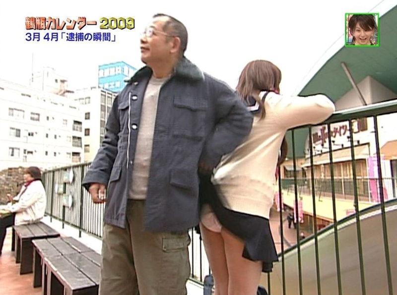 【いたずらエロ画像】子供の頃を思い出してお姉さんやJKたちのスカートをめくってみた結果wwww 50