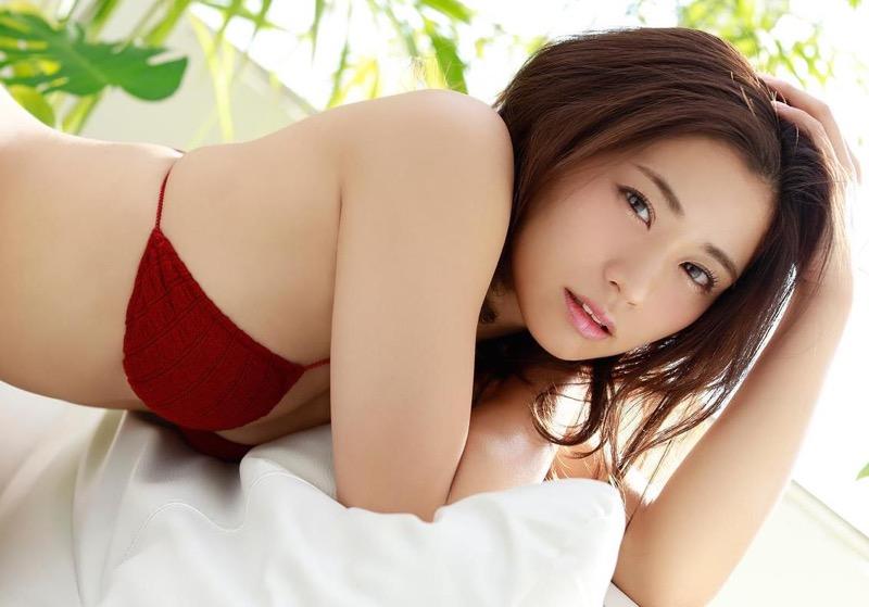 【安枝瞳グラビア画像】セクシーランジェリーが似合っていて大きなお尻がエロいピコ太郎の嫁さんwwww 04