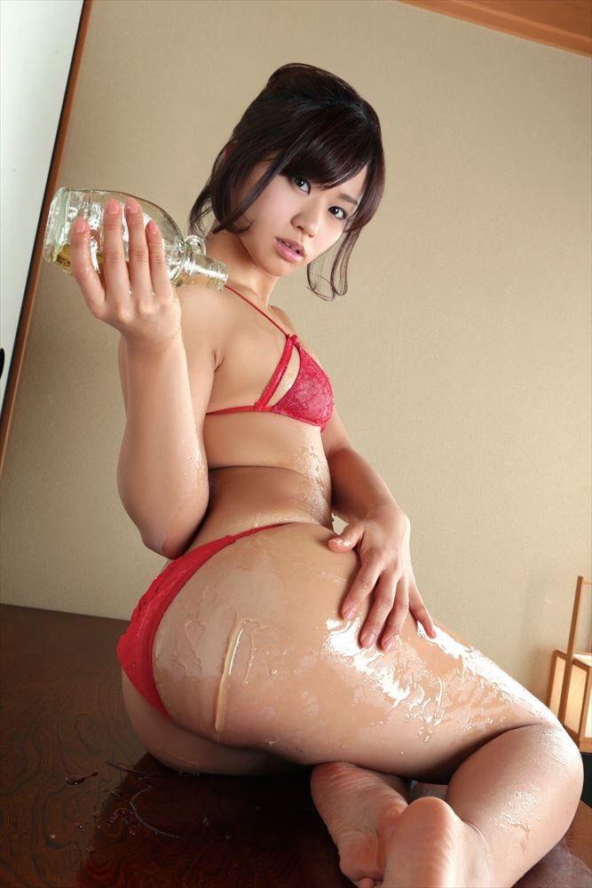 【安枝瞳グラビア画像】セクシーランジェリーが似合っていて大きなお尻がエロいピコ太郎の嫁さんwwww 18
