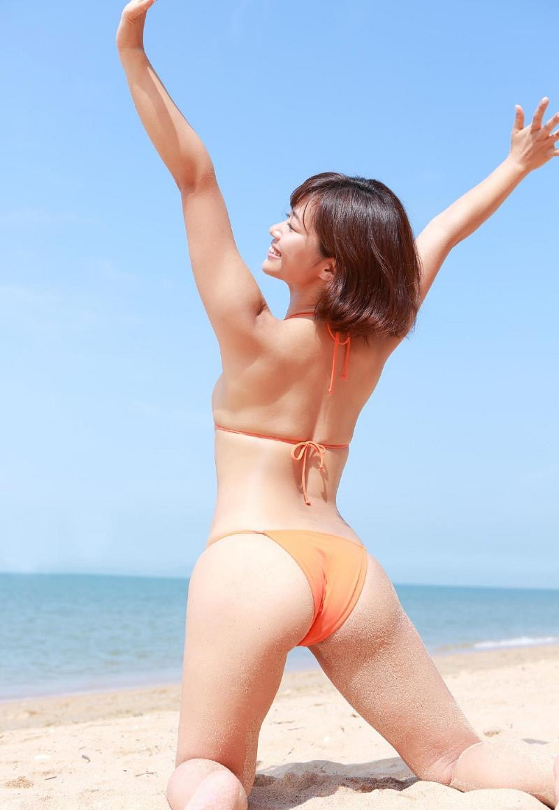 【安枝瞳グラビア画像】セクシーランジェリーが似合っていて大きなお尻がエロいピコ太郎の嫁さんwwww 31