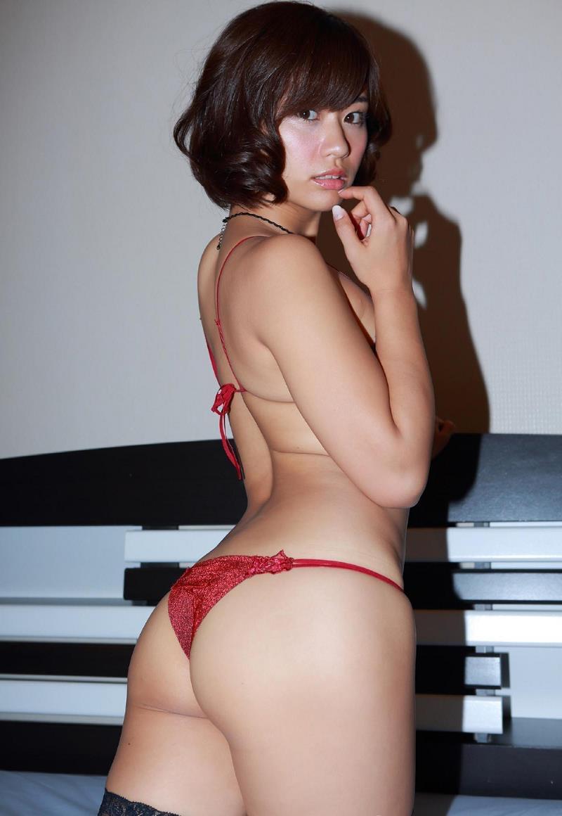 【安枝瞳グラビア画像】セクシーランジェリーが似合っていて大きなお尻がエロいピコ太郎の嫁さんwwww 32
