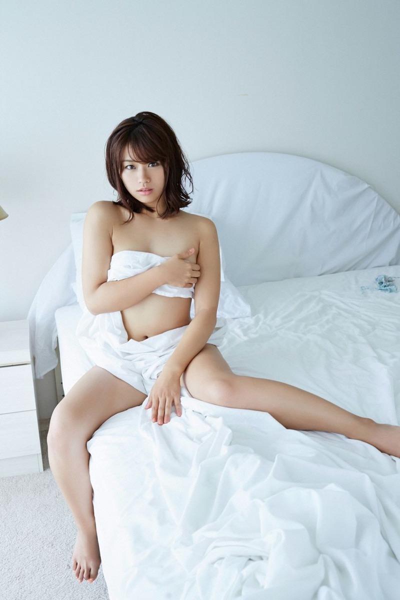 【安枝瞳グラビア画像】セクシーランジェリーが似合っていて大きなお尻がエロいピコ太郎の嫁さんwwww 67