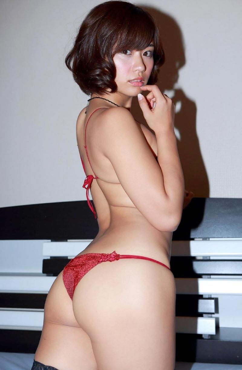 【安枝瞳グラビア画像】セクシーランジェリーが似合っていて大きなお尻がエロいピコ太郎の嫁さんwwww 93