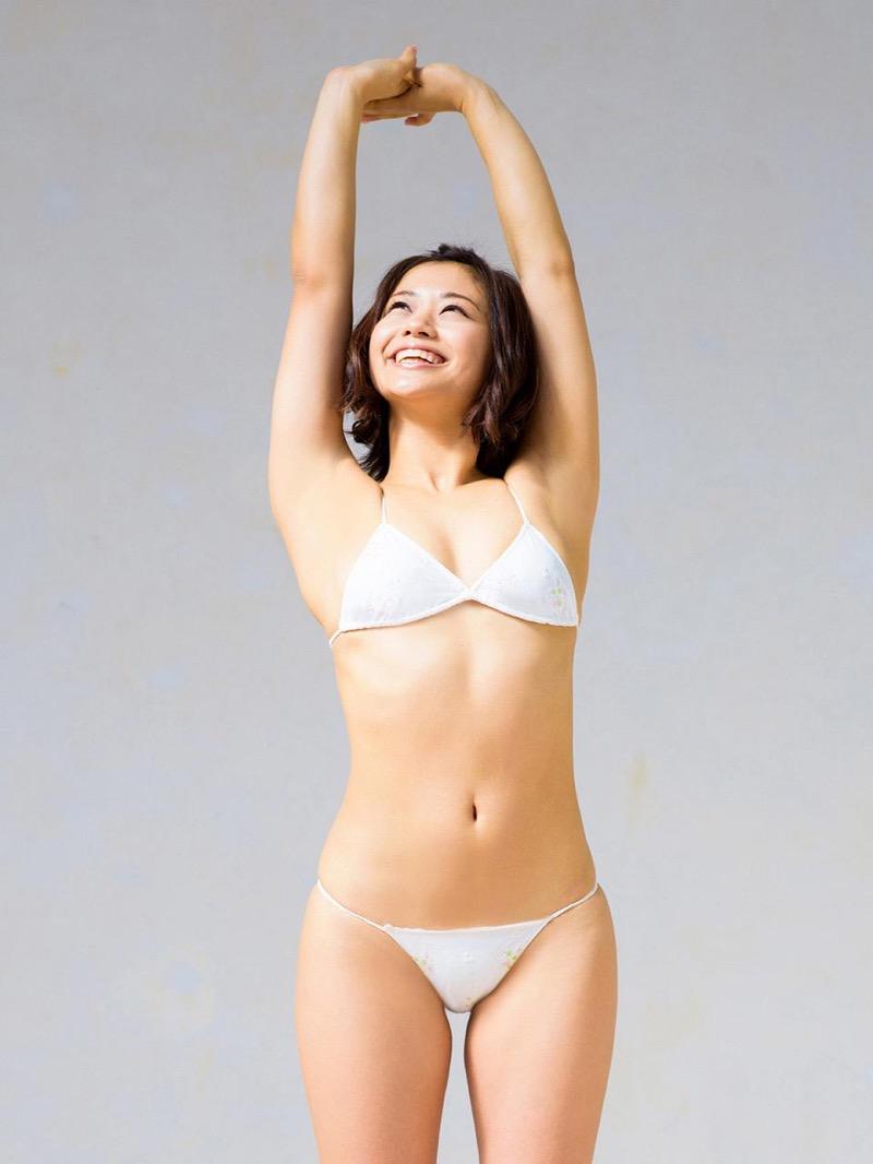 【安枝瞳グラビア画像】セクシーランジェリーが似合っていて大きなお尻がエロいピコ太郎の嫁さんwwww 98