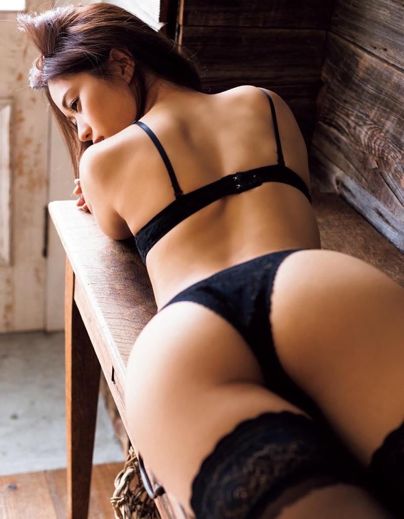 【安枝瞳グラビア画像】セクシーランジェリーが似合っていて大きなお尻がエロいピコ太郎の嫁さんwwww 99
