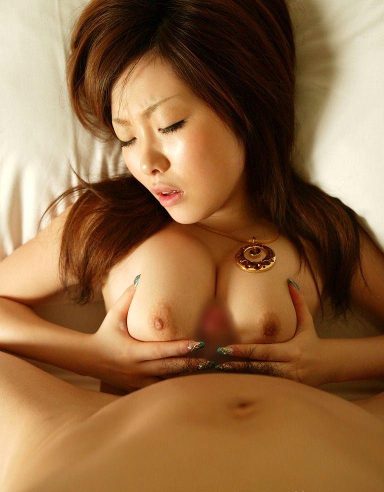 【巨乳エロ画像】大きくて柔らかそうなぷりんぷりんオッパイでパイズリして欲しくなる巨乳お姉さんwwww 23