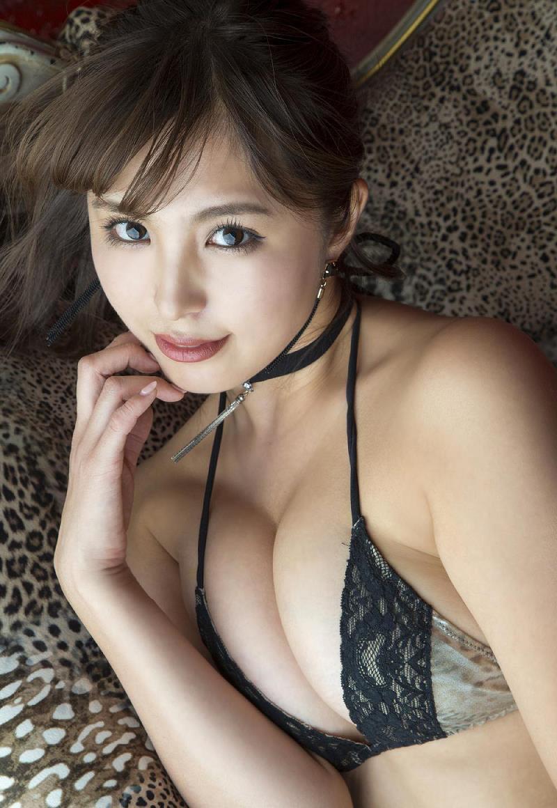 【柳いろはグラビア画像】紐ビキニから今にもハミ乳ポロリしそうなたわわなGカップ巨乳がめちゃエロ! 26