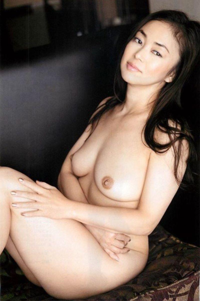 【芸能人ヌード画像】セックスシーンや写真集でヘアまで晒した滅多に見られない美人女優の全裸姿! 32