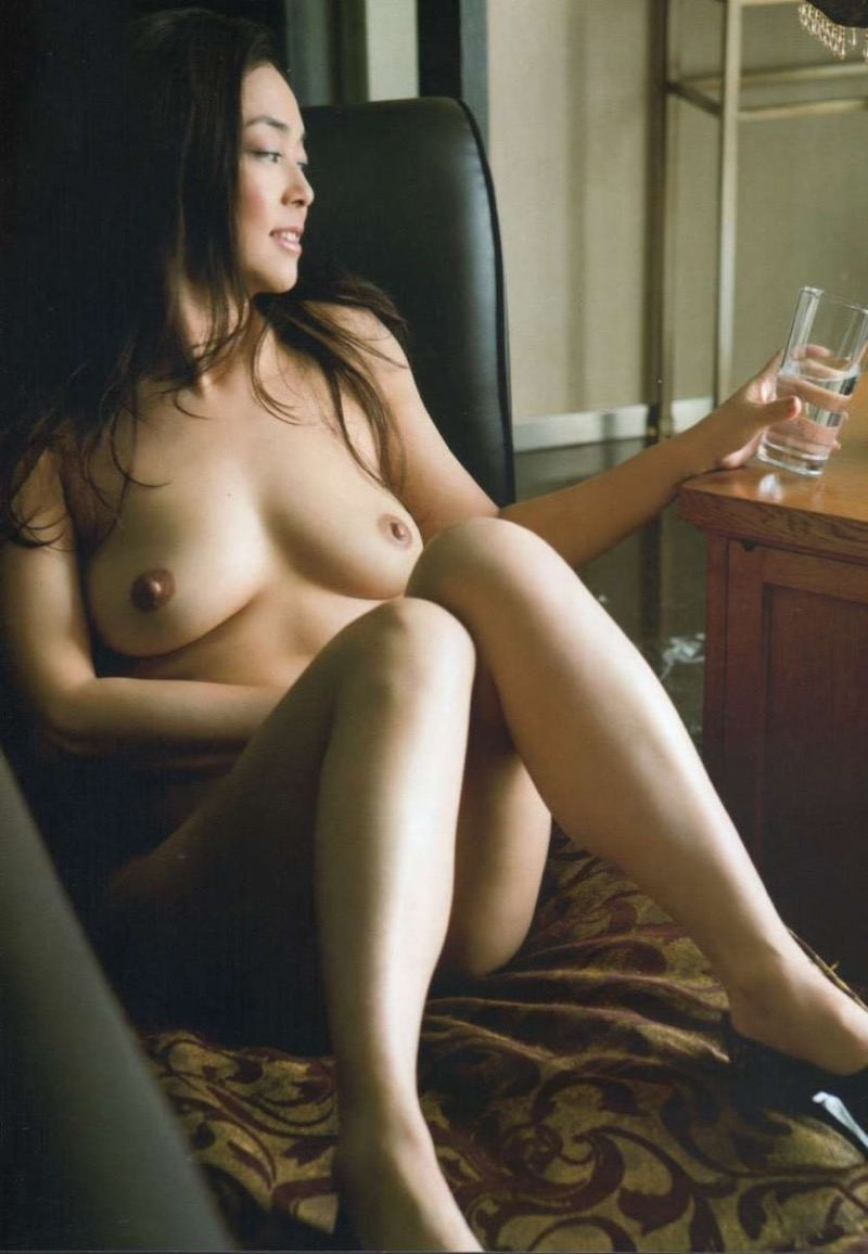 【芸能人ヌード画像】セックスシーンや写真集でヘアまで晒した滅多に見られない美人女優の全裸姿! 47