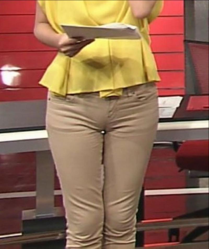 【放送事故画像】テレビ放送中にエッチな部分をカメラを通して全国に晒してしまった女さんwwww 09