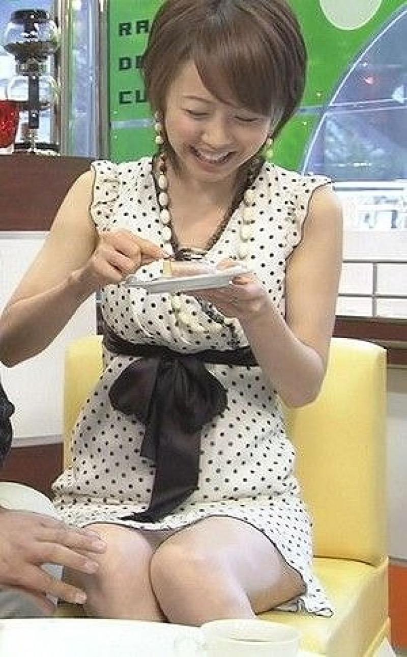 【放送事故画像】テレビ放送中にエッチな部分をカメラを通して全国に晒してしまった女さんwwww 24
