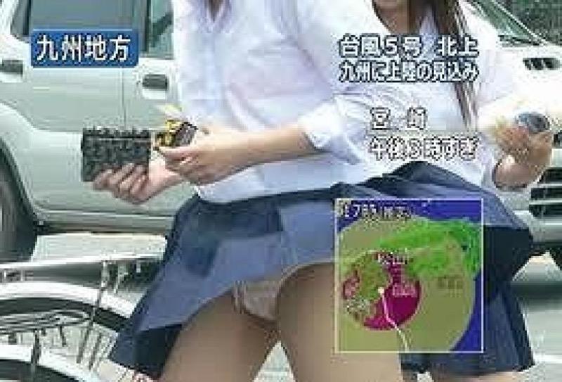 【放送事故画像】テレビ放送中にエッチな部分をカメラを通して全国に晒してしまった女さんwwww 42
