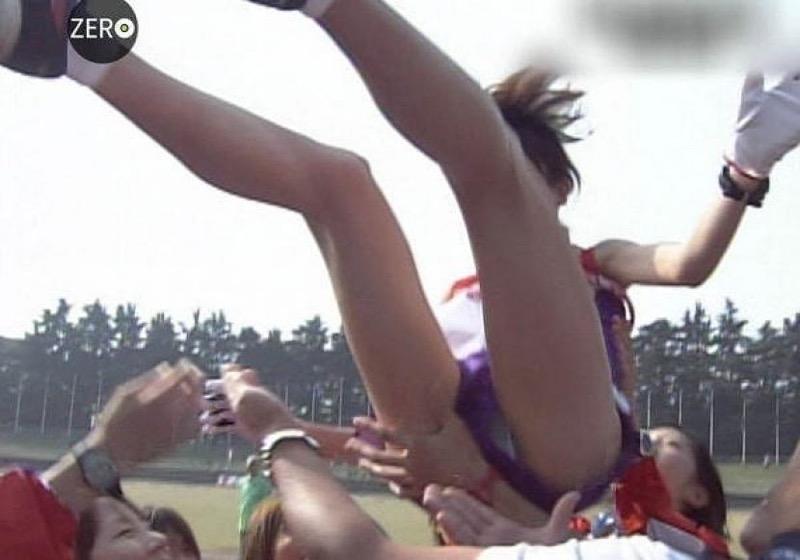 【放送事故画像】テレビ放送中にエッチな部分をカメラを通して全国に晒してしまった女さんwwww 48