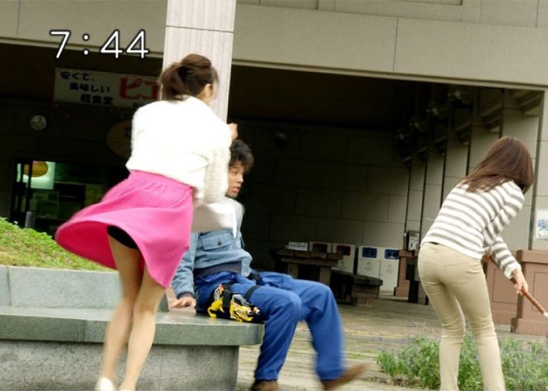 【放送事故画像】テレビ放送中にエッチな部分をカメラを通して全国に晒してしまった女さんwwww 50