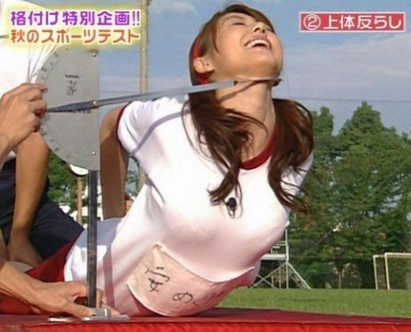 【放送事故画像】テレビ放送中にエッチな部分をカメラを通して全国に晒してしまった女さんwwww 76