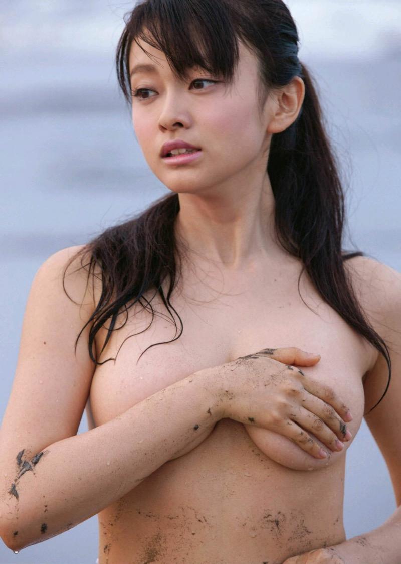 【山地まりグラビア画像】Fカップ巨乳の谷間がエロ過ぎて女優だけやらせておくには勿体ないんだがwwww 11