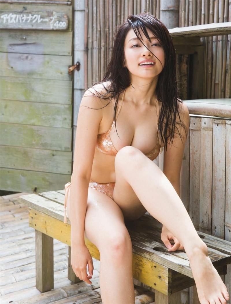 【山地まりグラビア画像】Fカップ巨乳の谷間がエロ過ぎて女優だけやらせておくには勿体ないんだがwwww 52