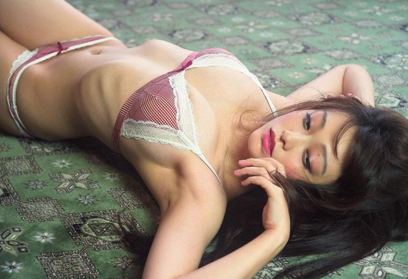 【山地まりグラビア画像】Fカップ巨乳の谷間がエロ過ぎて女優だけやらせておくには勿体ないんだがwwww 72